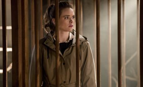 Caitlin behind bars - The Flash Season 3 Episode 13