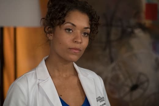 Claire talks to a patient - The Good Doctor Season 1 Episode 17