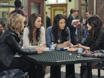 Pretty Little Liars Season 2 Episode 17