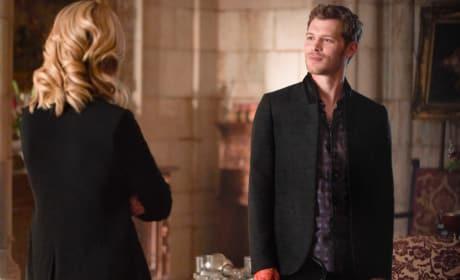 Wanna Go On A Date? - The Originals Season 5 Episode 1