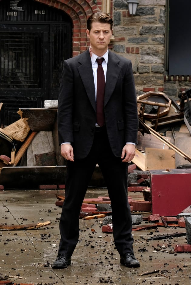 Jim Makes a Stand - Gotham Season 5 Episode 6