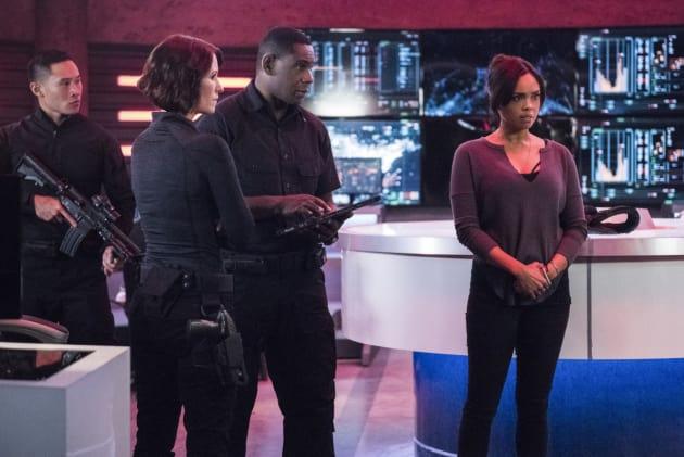 Protecting M'gann - Supergirl Season 2 Episode 11