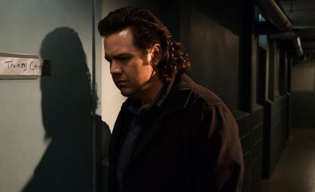 Eugene takes a listen - The Walking Dead Season 7 Episode 15