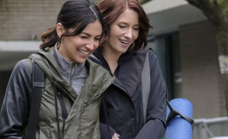 All Smiles - Supergirl Season 2 Episode 17