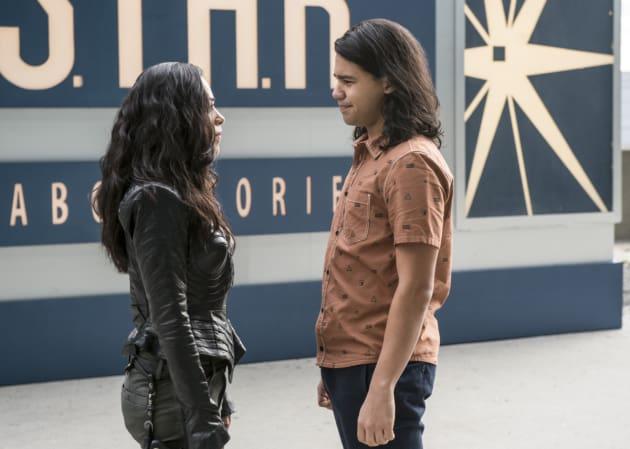 Gypsy meets Cisco - The Flash Season 3 Episode 11