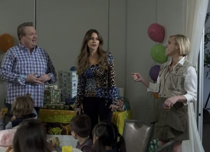 Watch Modern Family Season 9 Episode 22 Online