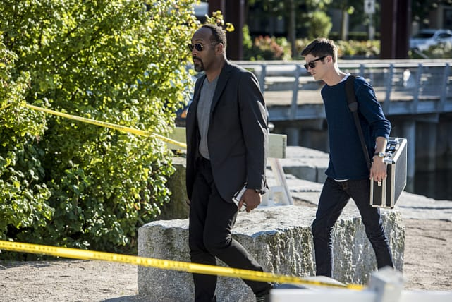 Crime Scene - The Flash Season 3 Episode 2