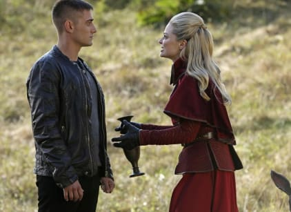 Watch Once Upon a Time in Wonderland Season 1 Episode 8 Online