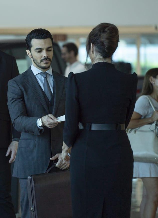 Dirty Money - Grand Hotel Season 1 Episode 9