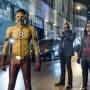 Team Flash Vs The Samuroid - The Flash Season 4 Episode 1