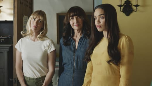 the women see the corpses - The Last Man on Earth Season 4 Episode 17