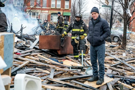 Surveying The Crime Scene - Chicago PD Season 4 Episode 14
