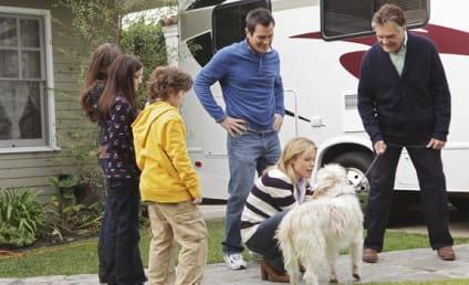 Modern Family Review: Corny Jokes, Gay Drummers, Fake Machete-Wielding Actors and More!