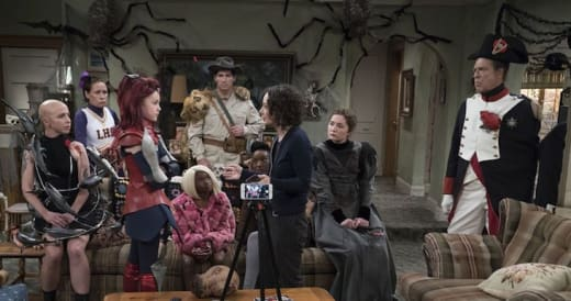 Picture Time - The Conners Season 1 Episode 3