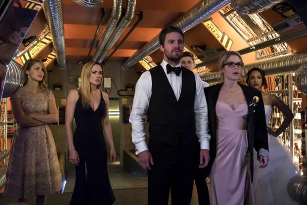 Who Just Arrived - Arrow Season 6 Episode 8 - TV Fanatic