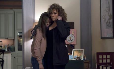 Cristina Aids Harlee - Shades of Blue Season 3 Episode 9