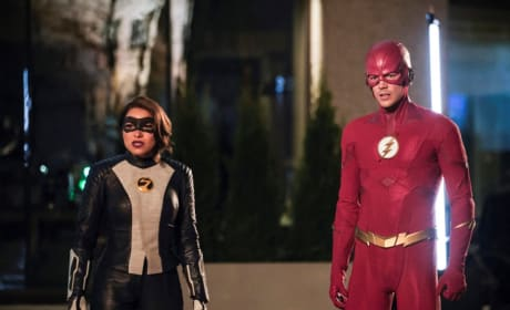 XS And The Flash Face Their Big Bad Season 5 Episode 22