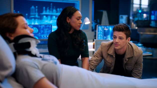 Nora Is Injured - The Flash