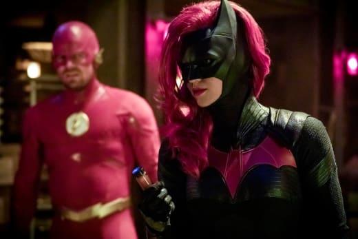 Oliver Looks Unimpressed - Arrow Season 7 Episode 9