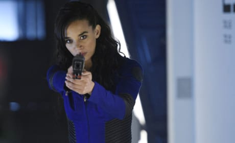 Dutch Takes Aim - Killjoys Season 1 Episode 5