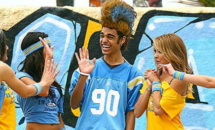 American Idol Picture of the Day: Sanjaya Malaker Get his Cheerleader On