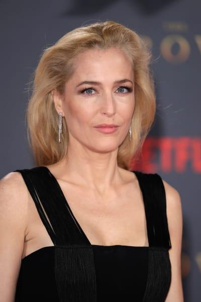 Gillian Anderson Attends Premiere