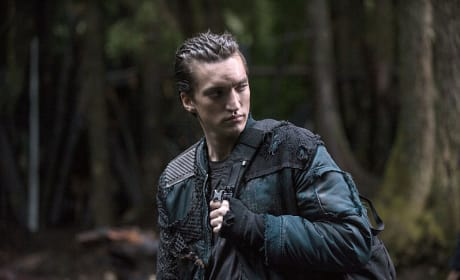 Murphy Throwing Shade - The 100 Season 2 Episode 10