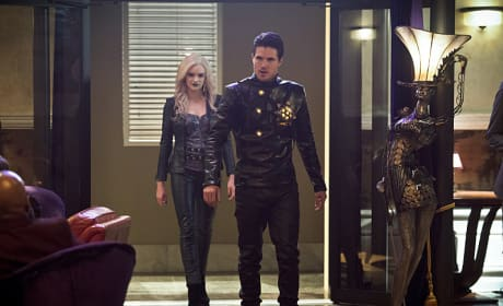 Ronnie Lives - The Flash Season 2 Episode 13