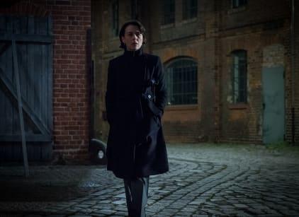 Watch Counterpart Season 1 Episode 3 Online