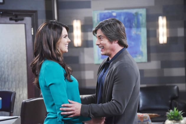 Chloe Stays in Salem - Days of Our Lives