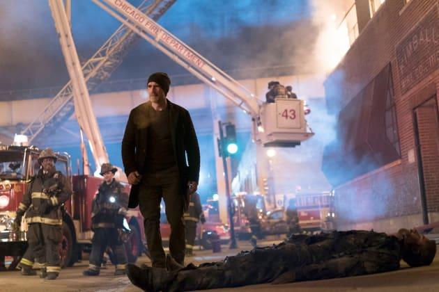 Olinsky Surveys The Dead - Chicago Fire Season 5 Episode 15