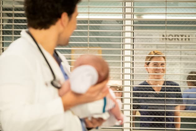 DeLuca and a Baby - Grey's Anatomy Season 15 Episode 22