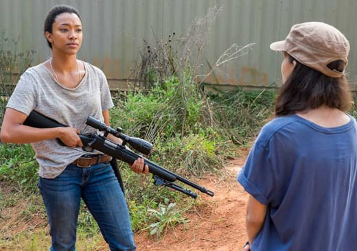 Sasha and Rosita - The Walking Dead Season 7 Episode 14