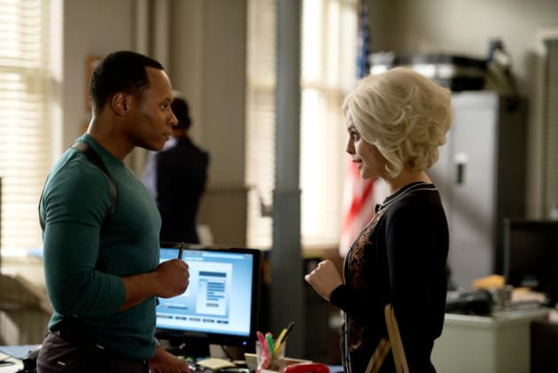 Liv Makes a Request - iZombie Season 4 Episode 2
