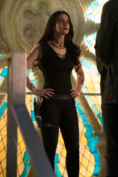 Holding Down The Fort - Shadowhunters Season 2 Episode 15