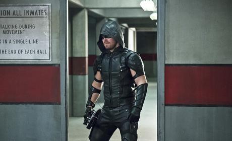 Catch the Escapee - Arrow Season 4 Episode 18