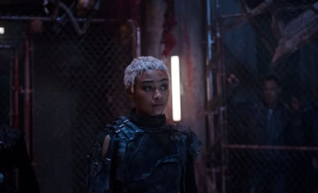 Gaia in the Bunker - The 100 Season 5 Episode 10