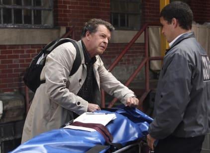 Watch Fringe Season 2 Episode 5 Online