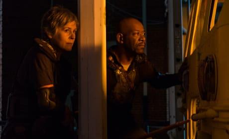 Double Team - The Walking Dead Season 8 Episode 9