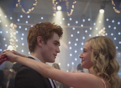 Watch Riverdale Season 1 Episode 1 Online