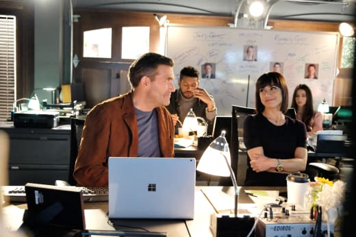 Quinn and Chet: All Smiles in the Control Room - UnREAL Season 3 Episode 9