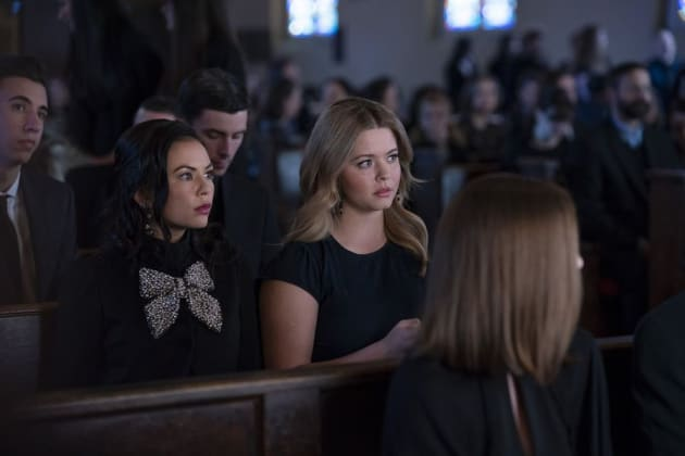Paying Respect - PLL: The Perfectionists Season 1 Episode 2