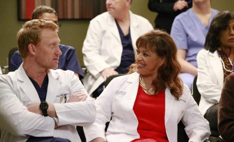 Chatting It Up - Grey's Anatomy Season 13 Episode 21