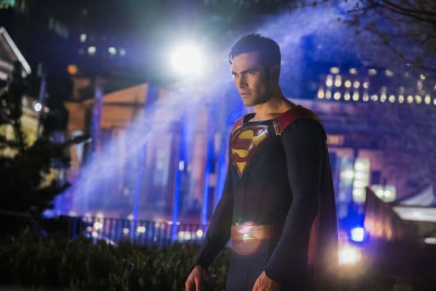 Friend or Foe? - Supergirl Season 2 Episode 22