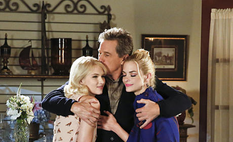 Breeland Family Hug - Hart of Dixie Season 4 Episode 6