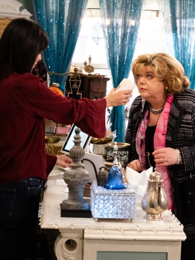 Does It Pass the Sniff Test? - Good Witch Season 5 Episode 9