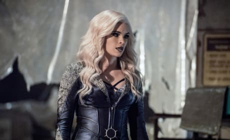 The Temperature's Dropping - The Flash Season 3 Episode 20