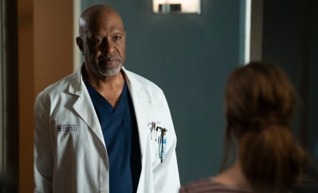Richard Mentors Betty - Grey's Anatomy Season 15 Episode 9