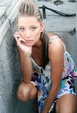 Kristen Renton Picture