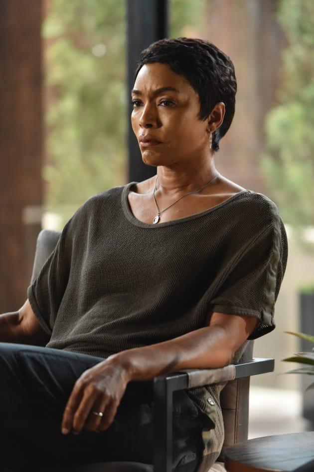 Athena - 9-1-1 Season 1 Episode 2